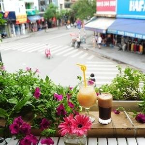 Gu Cafe – Có một vườn hoa trên balcony