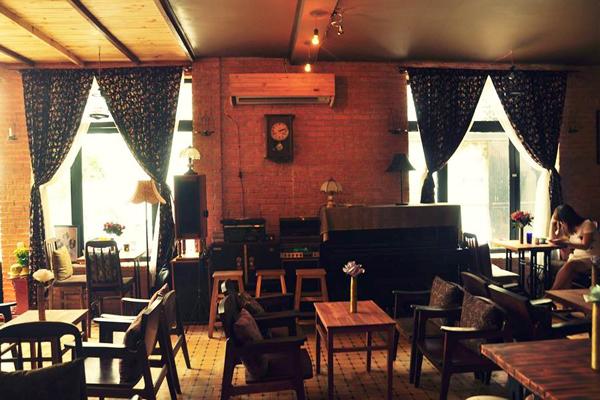 Quán Vecchio cafe