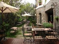 Huyền Thoại Cafe – Lâu đài cổ giữa lòng Sài Gòn